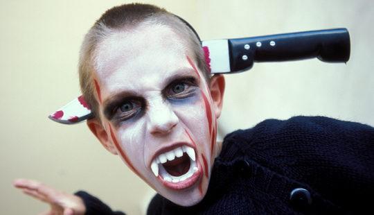 La sangre y los dientes postizos no pueden faltar en Halloween