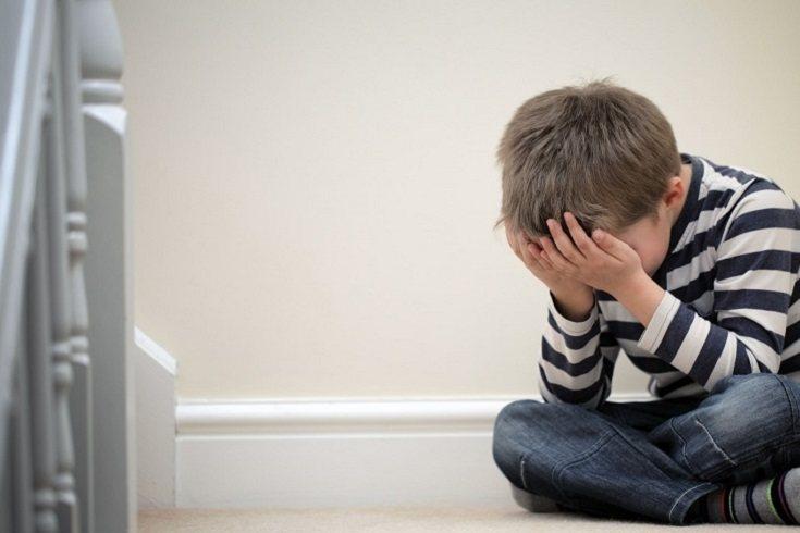 El niño puede crecer hasta la edad adulta luchando contra la depresión y la ansiedad