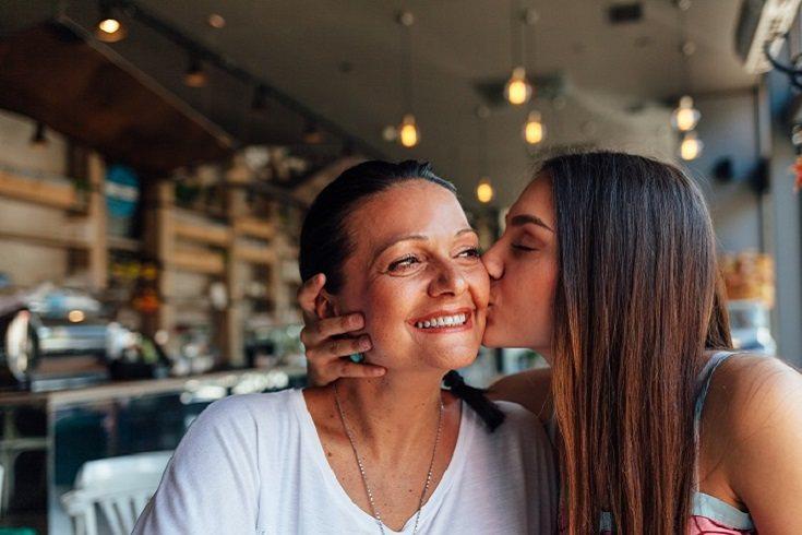 Una madre siempre verá a su hijo o hija como a un bebé