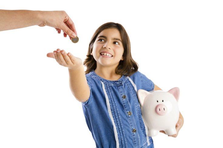 La mejor manera de enseñarles a tus hijos el valor del dinero y la importancia de ahorrar es dar el ejemplo