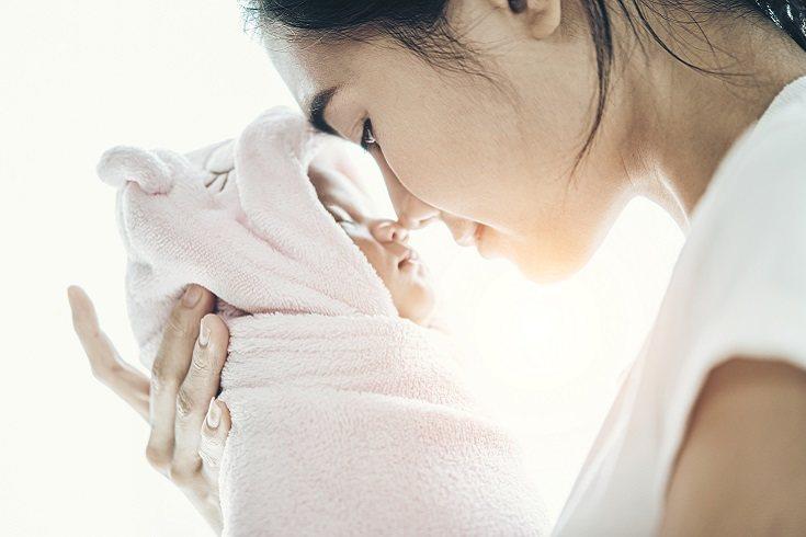 Si el bebé presenta hipoglucemia a la hora de nacer es clave el tratarlo de una manera rápida a la vez que eficaz