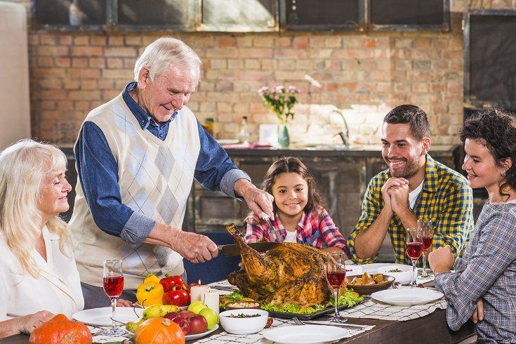 Las reuniones familiares son un momento maravilloso para recopilar datos faltantes sobre tu familia