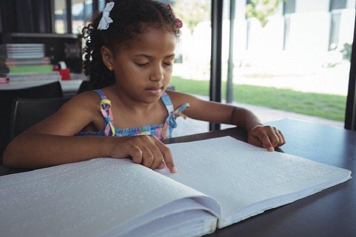 El tacto y los sonidos son la base de la iniciación del lenguaje en los niños ciegos
