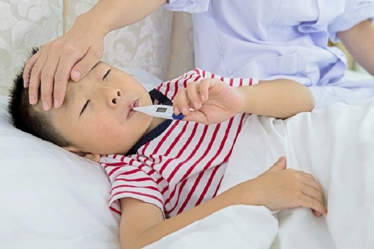 Si tu hijo tiene tos o fiebre en estos días, llama al número de teléfono de la comunidad autónoma que te corresponda