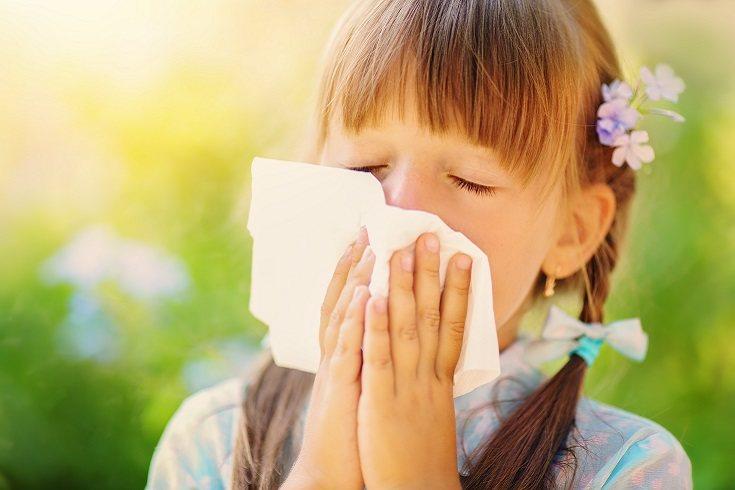 Los niños que sufren de asma a causa de la alergia tosen pero mejoran con los inhaladores