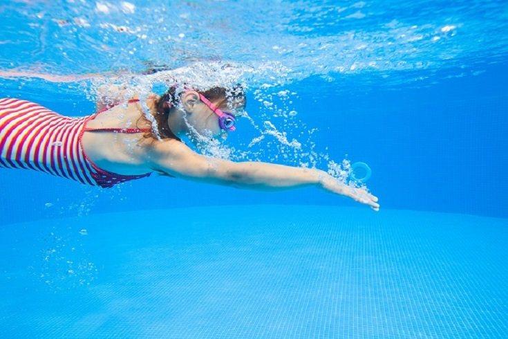 La cosa está todavía en el aire y aunque se espera que las piscinas puedan abrir durante el mes de junio