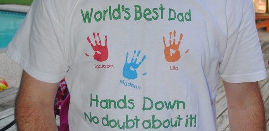 Camiseta personalizada con huellas de los niños