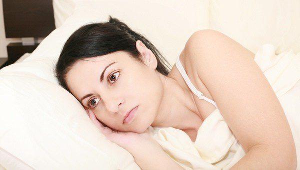 Mujer embarazada guardando reposo