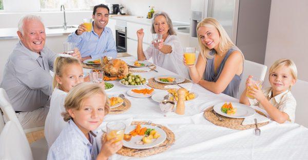 Comida familiar para celebrar el Día del Padre