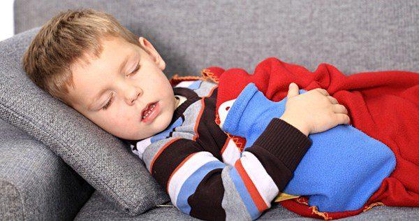 Los niños y bebés suelen respirar más por la boca, cosa que provoca tos