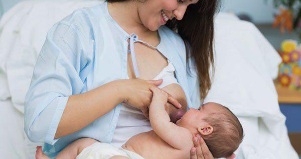 Tira el pecho después de mammoplastiki