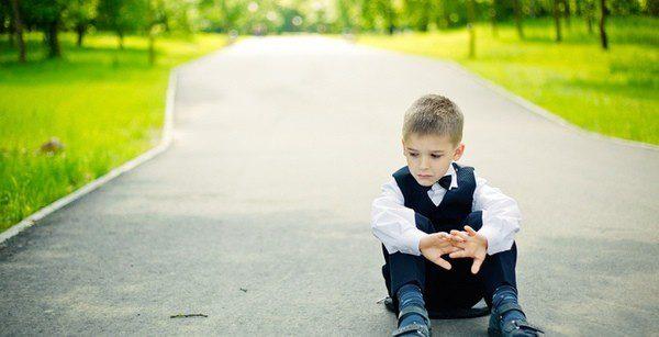 Evita que tu hijo se sienta solo al cambiar de colegio