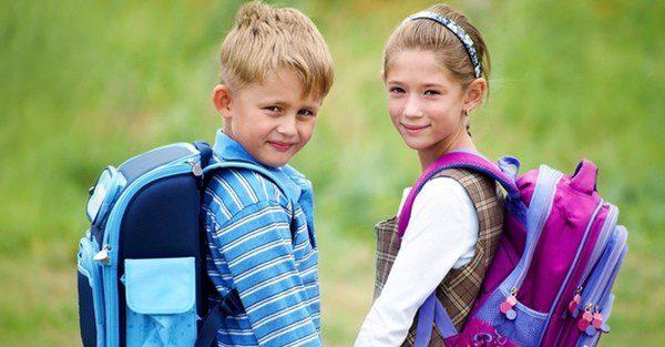 Elegir bien la mochila de los niños es fundamental para su salud