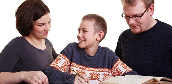 Es muy importante ayudar a los hijos con los deberes