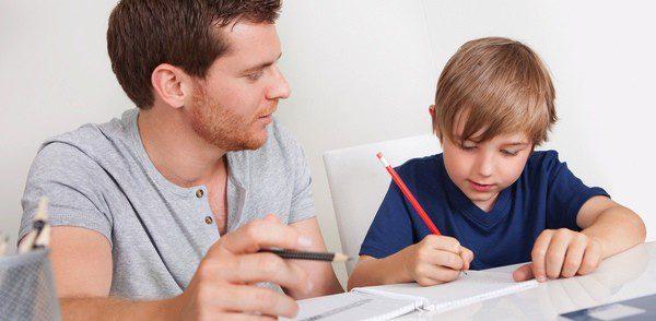 Ayudar consiste en motivar al estudio y crear un ambiente adecuado