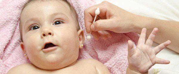 Oídos bebé limpieza
