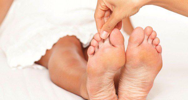 El dedo del pie es uno de los puntos de acupuntura más importante para las embarazadas