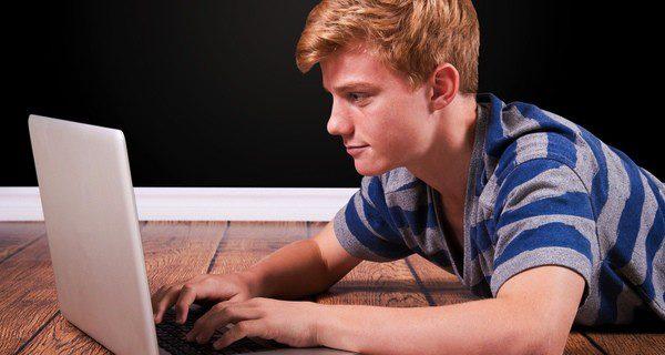 Debes intentar que tu hijo no comparta datos personales en Twitter