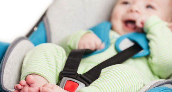 Bebé en su silla reglamentaria
