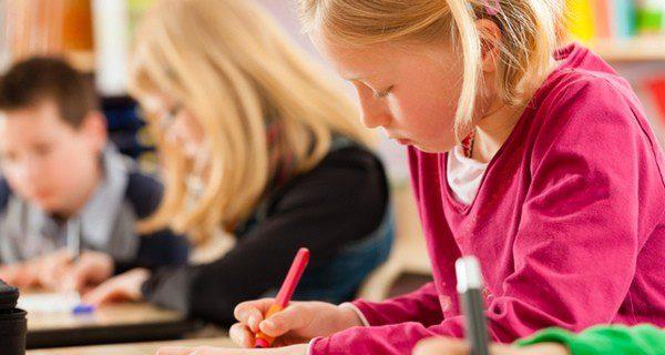 Los niños hiperactivos en el colegio tienen problemas de atención