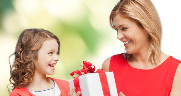 Si recibes un regalo, muéstrate ilusionada