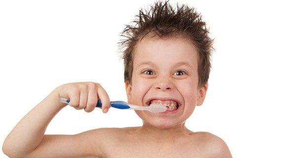 Educa a tus hijos: enséñales a lavarse los dientes