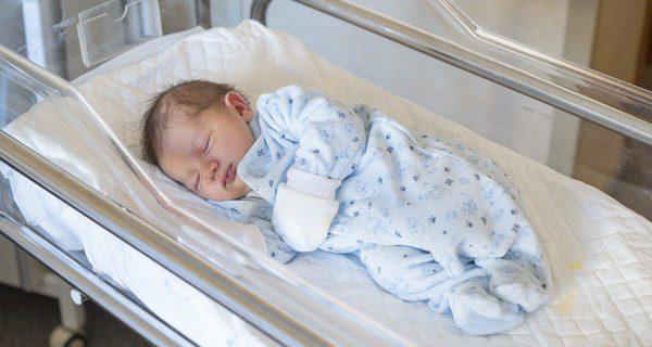 El bebé agradecerá más el calor de su madre que la incubadora