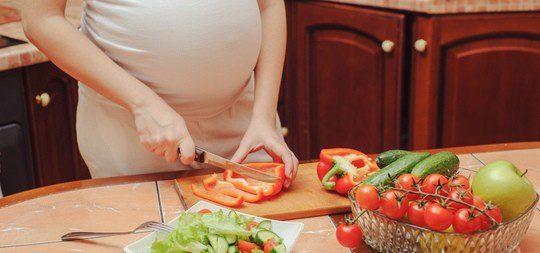 Controla tu alimentación para mantener tu salud y la de tu bebé en buen estado