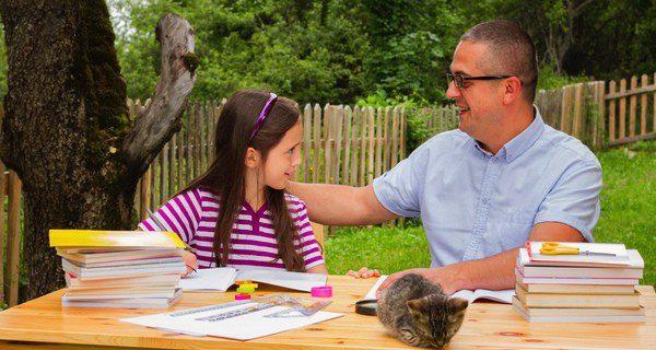 El padre deberá charlar con sus hijos adolescentes para allanar el terreno
