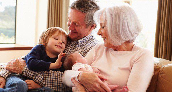 Los abuelos tienen experiencia con los pequeños