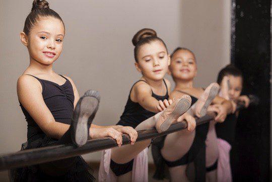 El ballet mejora la elasticidad, la agilidad, los reflejos y el equilibrio