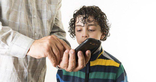 Enseña a tu hijo los peligros de tener móvil