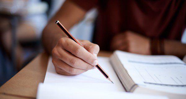 Infórmate de si alguna asociación juvenil oferta apoyo escolar gratuito