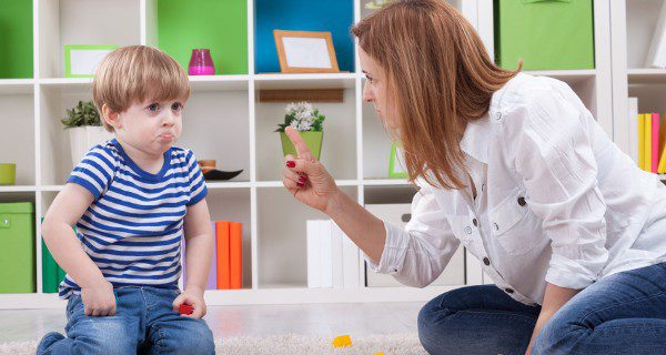 Nuestro hijo no sabe expresar su enfado si no es llorando, debemos enseñarle a resolver los problemas asertivamente