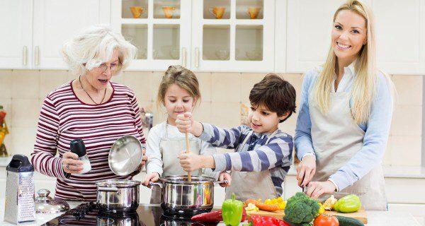 Involucra a tu hijo en tus tareas del día a día para mostrale que confías en él