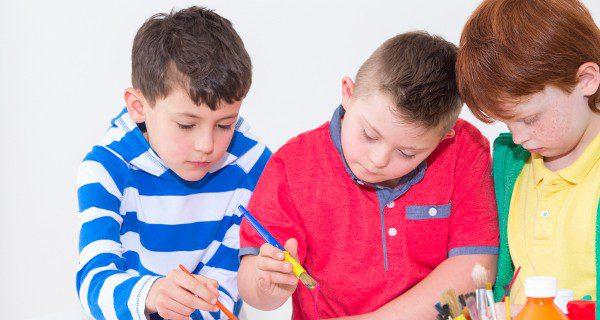 Ayuda a que tu hijo con discapacidad intelectual socialice con otros niños