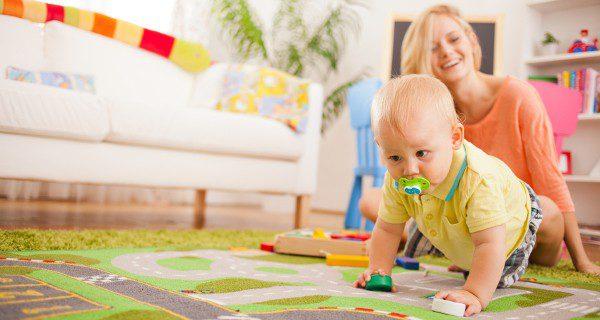 Pediatras, psicólogos, pedagogos o fisioterapeutas son profesionales que trabajan en Atención Temprana
