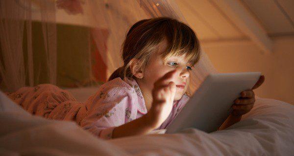 El exceso de tiempo frente a la tablet supone un riesgo para la vista, aunque estén especialmente preparadas para niños