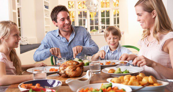 Las verduras de hoja verde y los huevos aportan calcio y vitamina D a la dieta de nuestros hijos
