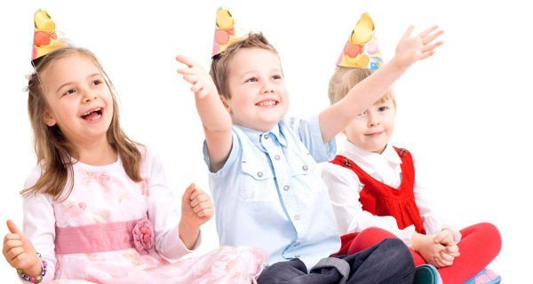 Niños y mayores se pueden divertir en el cumpleaños