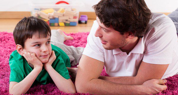 Si los adultos realizamos conductas de ayuda y preocupación por los demás nuestros hijos nos tomarán de ejemplo