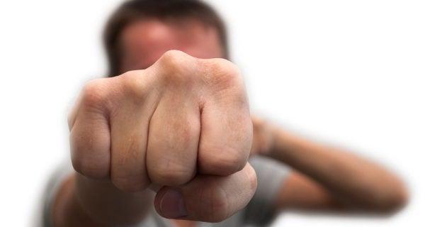 Llanto de castigo agresivo fisting