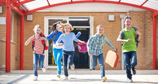 La llegada del verano supone una preocupación para los padres que no pueden cuidar de los niños