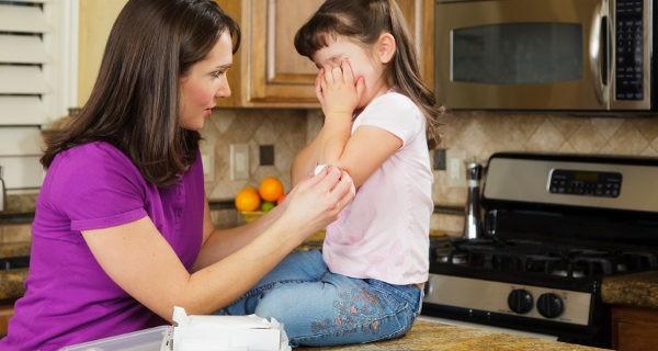 En las situaciones más graves no debemos intentar curar al niño sino evitar que vaya a más mientras llegan los médicos