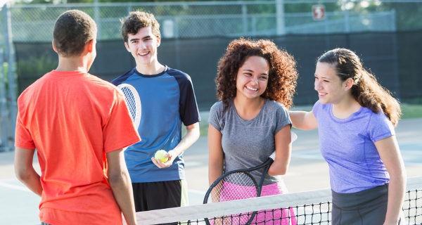 A los adolescentes les gusta pasar el verano con sus amigos