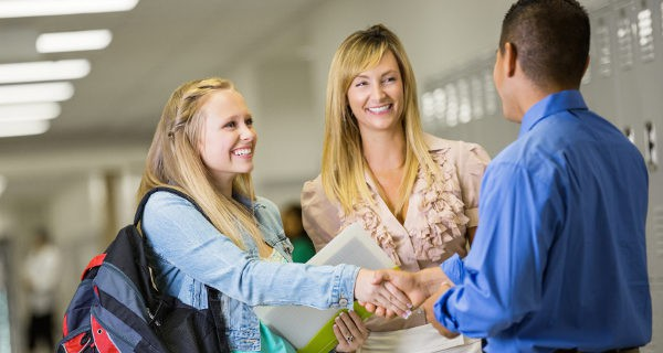 Ser padres implica volver a la escuela desarrollando un nuevo rol