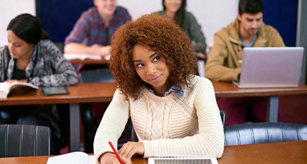 En las carreras a distancia también podemos tener sesiones presenciales y tutorías con los profesores