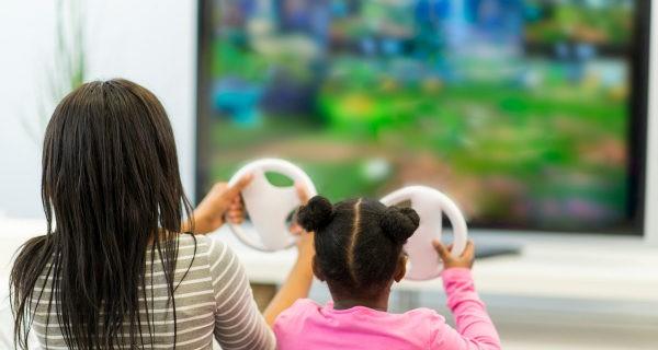 Tanto adultos como niños podemos disfrutar de jugar a la consola
