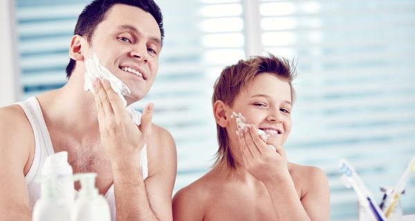 Los adolescentes llevan desde pequeños mirando a sus padres cómo se afeitan