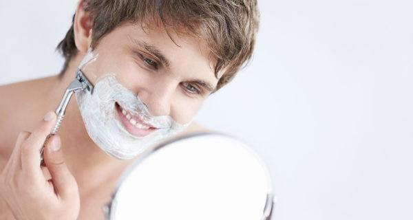 Para afeitarnos debemos utilizar productos dañinos para la piel, como alcohol